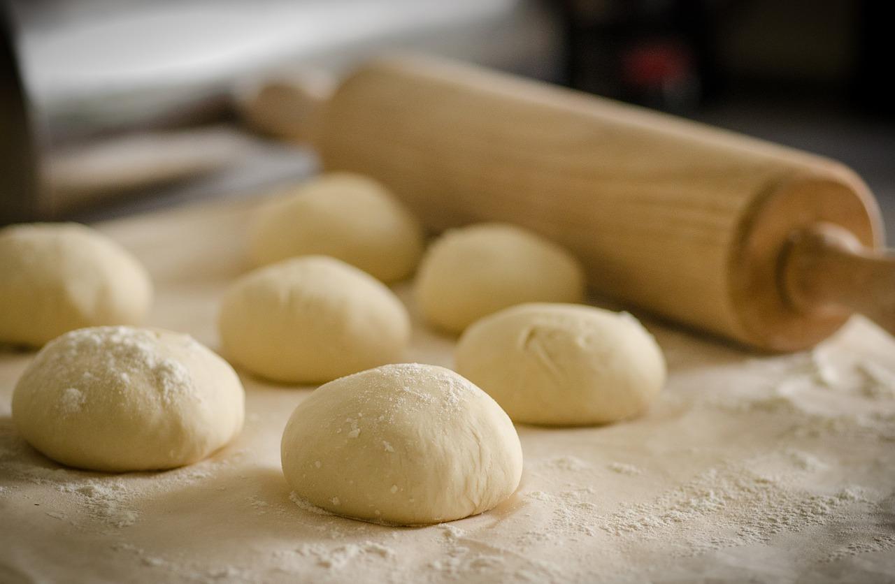 Cách nhào bột năng làm bánh
