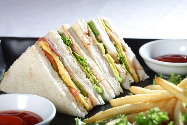 banh-mi-sandwich kẹp trứng
