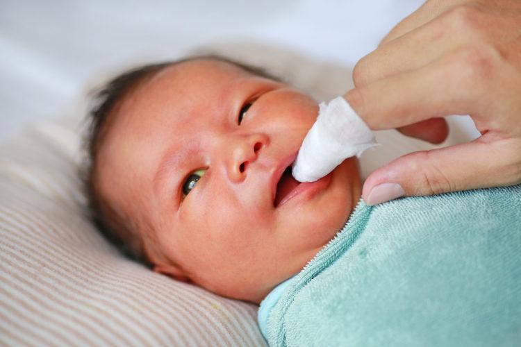 Những điều không nên làm với trẻ sơ sinh