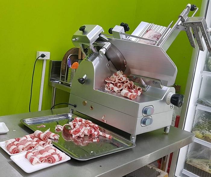 Tại sao máy thái thịt bị kẹt?