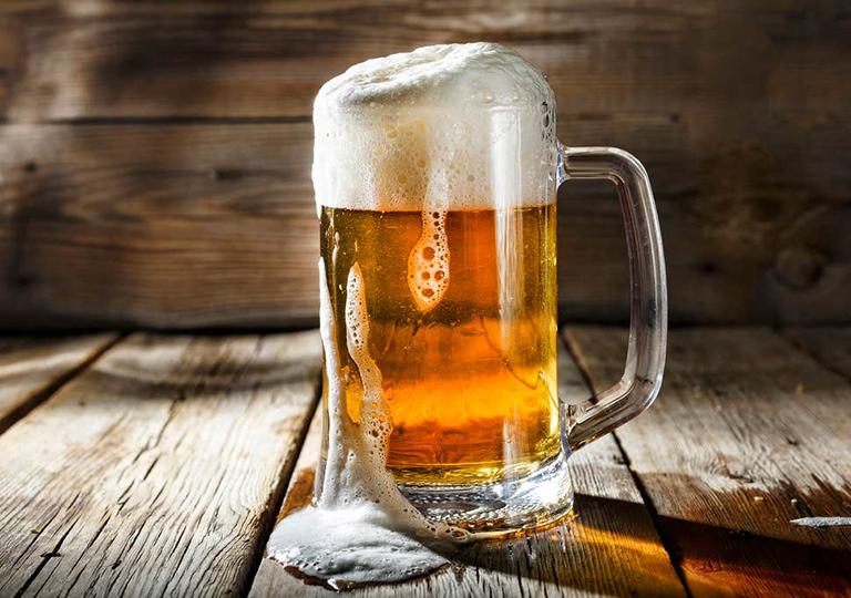 không uống bia với mực