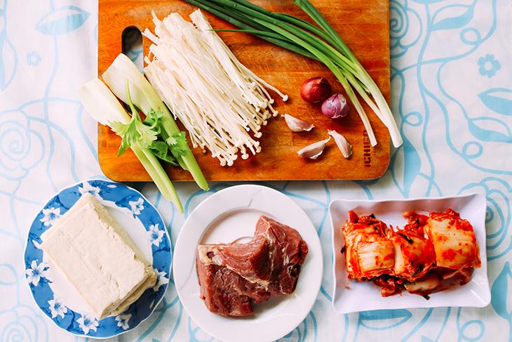 Cách nấu canh kim chi thịt bò ngon tuyệt