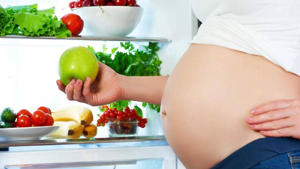 Mẹ sau sinh ăn táo cần lưu ý gì?