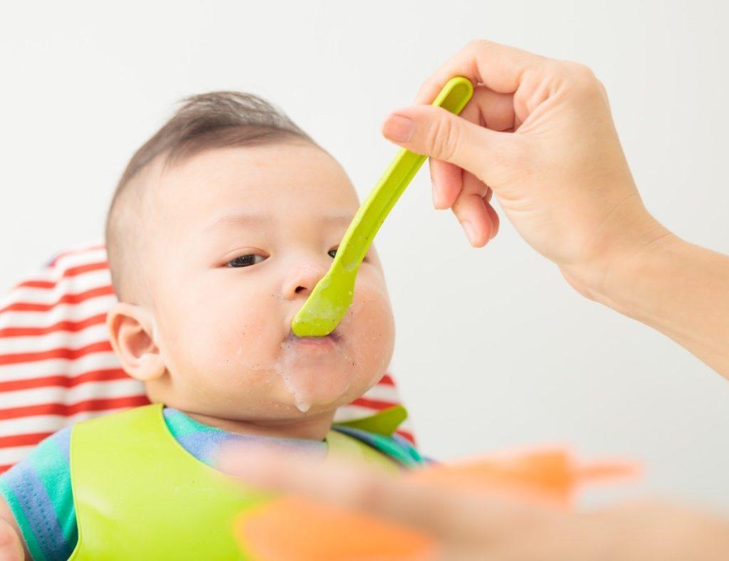 Cần cho bé ăn sữa chua theo đúng lượng tiêu chuẩn đã được đặt ra