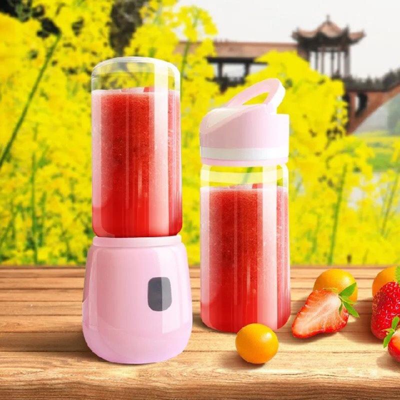Dùng máy xay sinh tố để xay nhuyễn trái cây