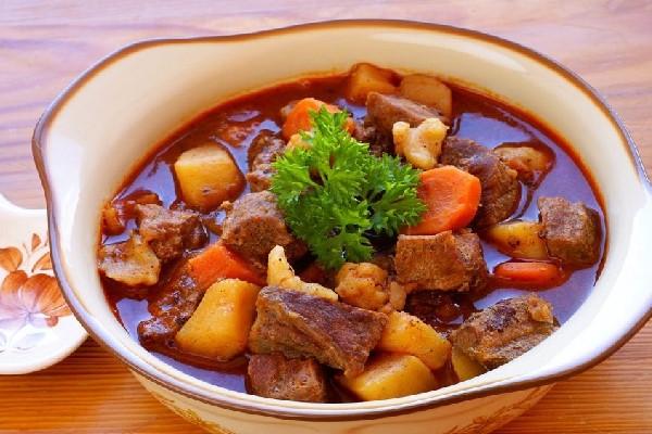 Bắp bò hầm khoai tây